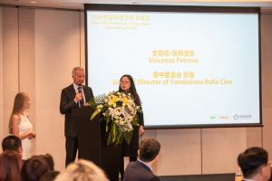 General Director of Fondazione Italia Cina Vincenzo Petrone and Executive Director of CHIC Group Helen Tu 2 (FILEminimizer).jpg